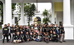 Dapat Jaket Keren Asean Games Dari Jokowi, Wartawan Istana Semringah 1