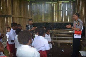 Peduli Pendidikan Papua: Terapkan Program Polisi Pi Anjar Tuk 'Jadi' Guru TK/SD 113