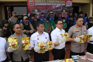 Polres Jakbar Ungkap Jaringan Narkoba Internasional, Sita 30 Kg Shabu dan Uang Rp 2,3 M 113