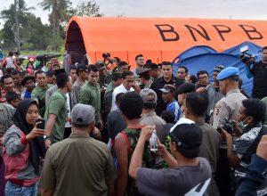 Presiden Bersama Rombongan Temui Korban Gempa di Lombok Utara 114