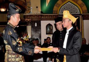 Presiden Jokowi Dianugerahi Gelar Adat oleh Kesultanan Deli 113