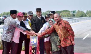 Presiden Resmikan 4 Ruas Jalan Tol Trans Jawa 113