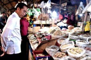 Presiden Jokowi Blusukan ke Pasar Minggu 113