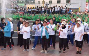 Peringati HPSN, Ibu Negara Ajak Bersih-Bersih Pantai 113