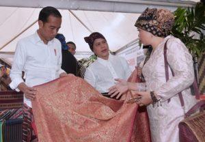 Hadiri Festival Sarung, Presiden Apresiasi Keragaman Sarung Indonesia 113