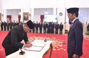 Presiden Joko Widodo Lantik Hinsa Siburian Jadi Kepala BSSN 101