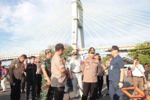 Kapolda 'Turun Gunung' Cek Situasi Arus Mudik di Pelabuhan Manado 113