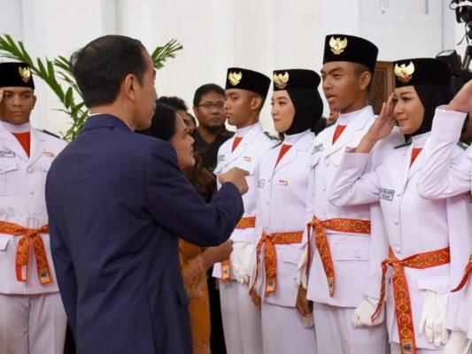 Presiden Jokowi Kukuhkan 68 Anggota Paskibraka di Istana Negara 2