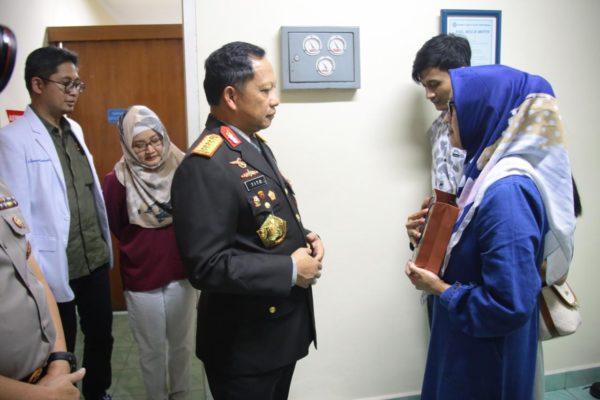 Kapolri Jenguk Anggota Luka Bakar Saat Pengamanan Unras 114