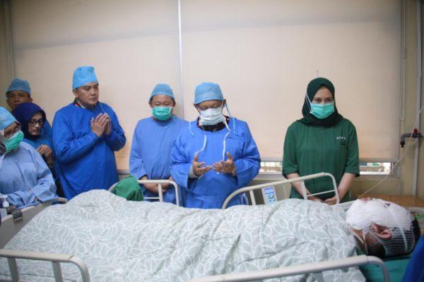 Kapolri Jenguk Anggota Luka Bakar Saat Pengamanan Unras 113