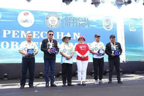 """WASI """"Spektakuler"""" Pecahkan Dua Rekor Dunia Selam di Manado 101"""