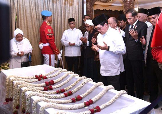 Presiden Jokowi Doakan Almarhum B.J. Habibie 101