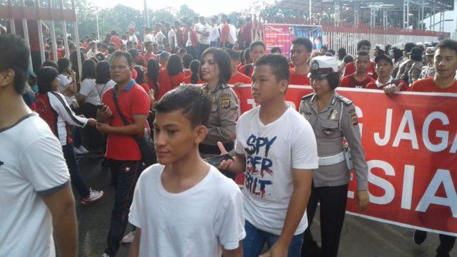 Polwan Polda Sulut Dampingi Parade Sulut Hebat Cinta Damai 191019 Dukung Pelantikan Presiden 113