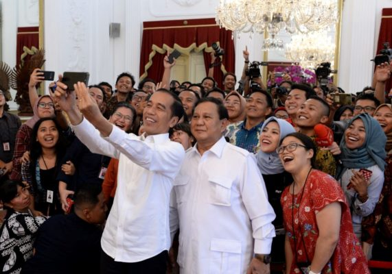 Presiden Jokowi Terima Kedatangan Prabowo di Istana Merdeka 1