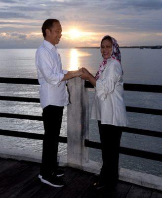 Presiden Jokowi dan Ibu Iriana Menikmati Senja di Kaimana 113