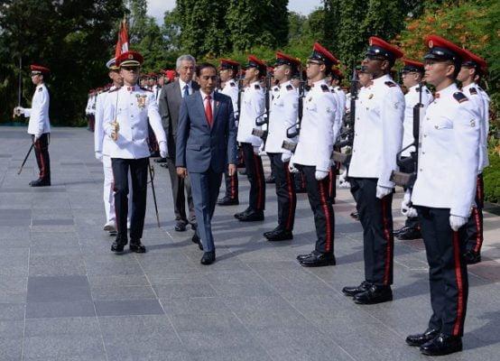 Tiba di Singapura, Presiden Jokowi Disambut Upacara Resmi 101