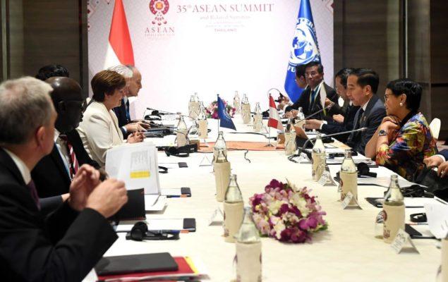 Bicara di KTT ke-22 ASEAN - RRT, Presiden Jokowi Puji Perdamaian dan Stabilitas di Kawasan 111