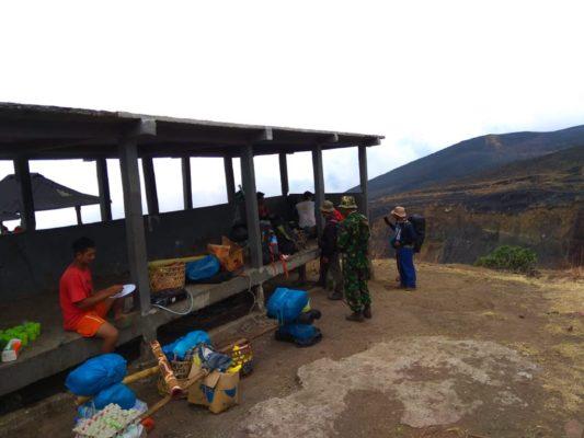 Cek Pasca Kebakaran Gunung Rinjani, Tim Survei Cek Jalur Pendakian 111