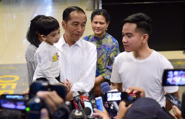 Presiden Joko Widodo Jenguk Cucu Ketiganya 114
