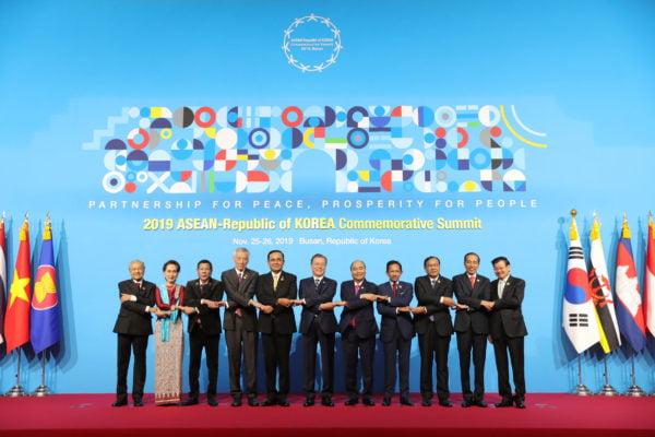 Disambut Presiden Moon, Presiden Jokowi Hadiri Rangkaian KTT ASEAN-ROK Commemorative Summit 2019 113