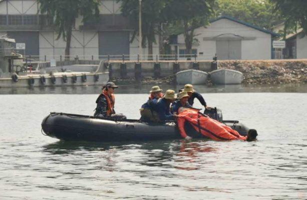 Tim Gabungan Satgas Penyelamatan Kapal Selam Koarmada II Evakuasi Korban Kapal Tenggelam 113