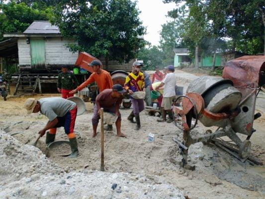Peran Babinsa Batu Nanta, Perlancar Aktifitas Warga Melalui Pembangunan Akses Jalan 113