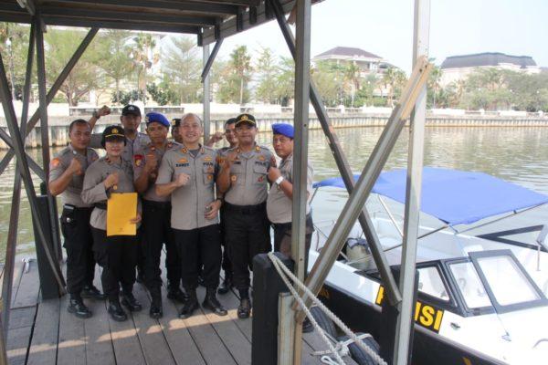 Kapolres Menyerahkan Dukungan Kapal Patroli Kepada Kapolsek Kepulauan Seribu Selatan 111