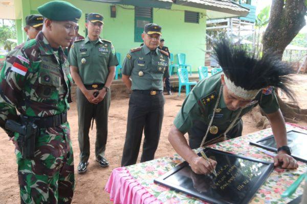 Aster Kasad Kunjungi Satgas Pamtas Yonif MR 411/Pdw Kostrad di Perbatasan RI-PNG 114