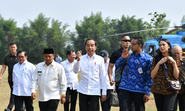 Saat Presiden Ajak Dua Staf Khusus Milenial Kunjungan Kerja 114