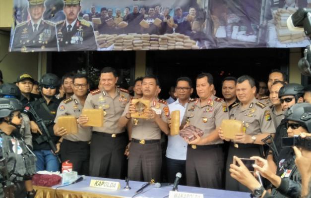 Berantas Narkoba Dan Premanisme, 58 Personil Polres Jakbar Raih Pin Emas Kapolri 111