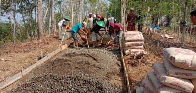 Gerbangsimas Kuningan Bangun Jalan Lingkungan Dusun Awiluar, Warga Senang 113