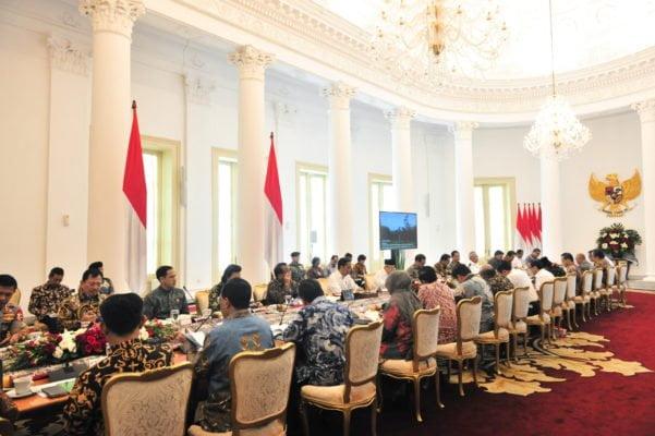 Ingin Kerja Cepat, Presiden Jokowi Perintahkan Menteri Terkait Siapkan Regulasi Turunan RUU Omnibus Law 113