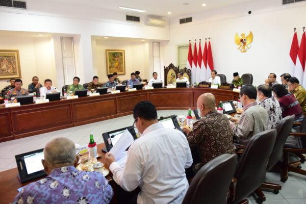 Hindari Stok Tidak Tersalurkan, Presiden Jokowi Minta Manajemen Pengelolaan Cadangan Beras Dibenahi 113