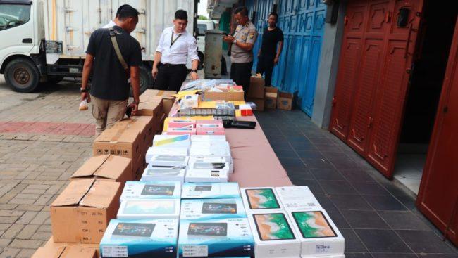 Polres Metro Jakut Mengungkap Gawai Pabrik Ilegal Di Kec Penjaringan 114