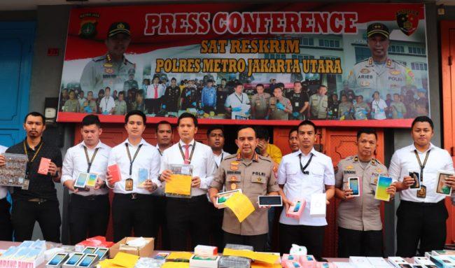 Polres Metro Jakut Mengungkap Gawai Pabrik Ilegal Di Kec Penjaringan 113