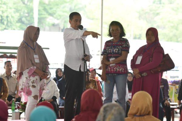 Presiden Jokowi Ingatkan Para Nasabah Mekaar untuk Jaga Kepercayaan 113