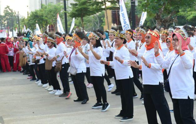 Ibu Negara Bersama OASE-KIM Ikuti Jalan Sehat Keluarga Peringati Hari Ibu 114