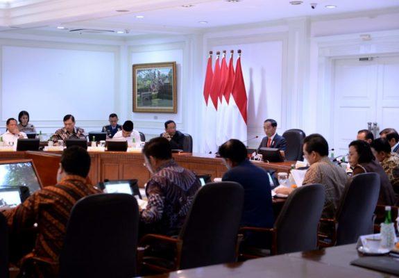 Presiden Jokowi Pimpin Rapat Terbatas Persiapan Natal dan Tahun Baru 114