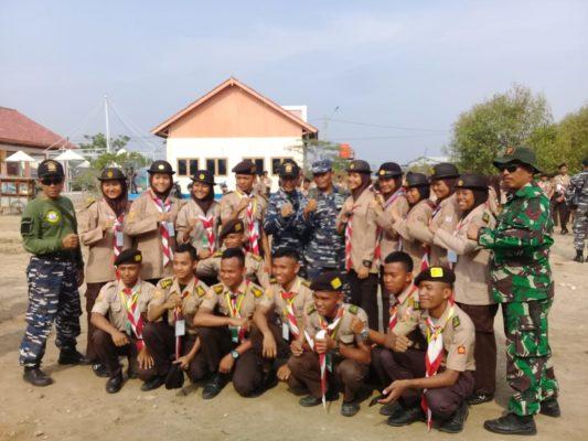 Para Pelajar Pramuka Saka Bahari Bersama Anggota Pangkalan TNI AL (Lanal) Cirebon Membersihkan Sampah dan Kotoran di Sekitar Pelabuhan 113