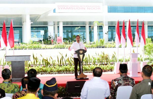 Presiden Kagumi Terminal Baru Bandara Internasional Syamsudin Noor 114