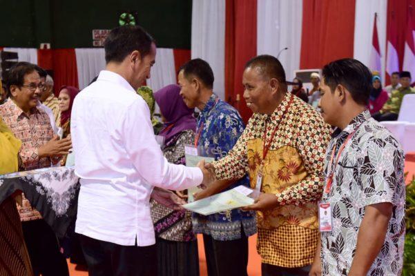 Presiden Jokowi Serahkan 1.000 Sertifikat Hak Atas Tanah untuk Rakyat di Kalimantan Utara 112