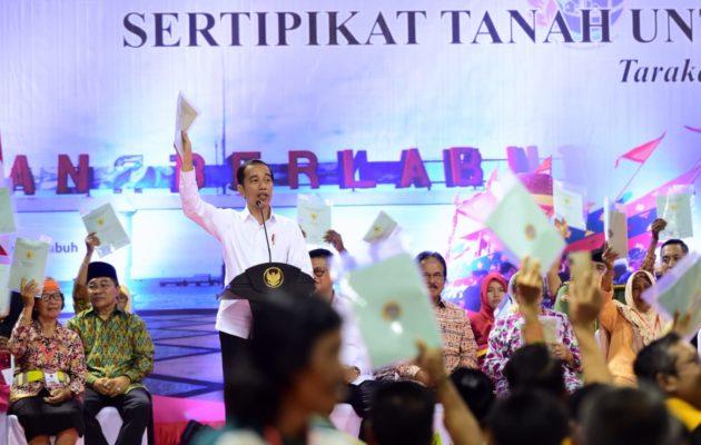 Presiden Jokowi Serahkan 1.000 Sertifikat Hak Atas Tanah untuk Rakyat di Kalimantan Utara 111