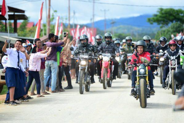 Presiden Jokowi Tinjau Langsung Pembangunan Irigasi dan PLBN di Nunukan 113