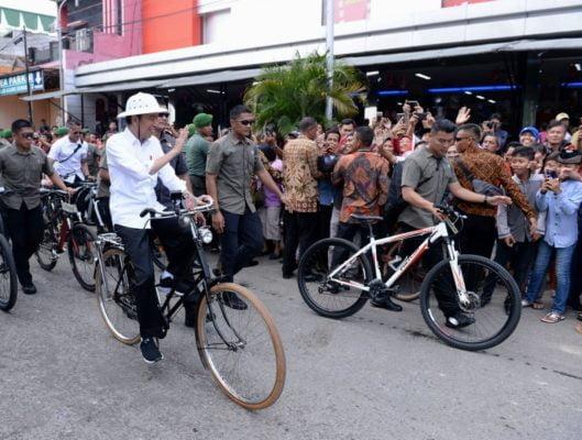 Presiden Tinjau Pasar Johar dan Bersepeda ke Kota Lama Semarang 114
