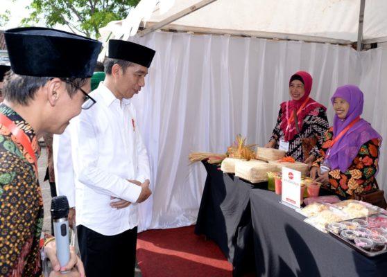 Presiden Jokowi Resmikan 2 Bank Wakaf Mikro di Kendal 114