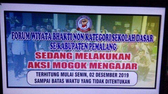 Aksi Mogok 2.860 Guru SD Honorer Tuntut Gaji Sesuai UMK di Kabupaten Pemalang 1