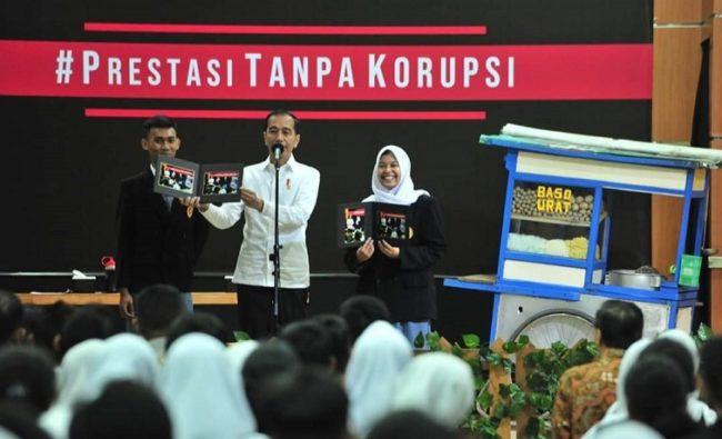 Hadiri Peringatan Hari Anti Korupsi Sedunia di SMKN 57 Jakarta, Presiden Jokowi: Korupsi Dimulai Dari Hal Kecil 113