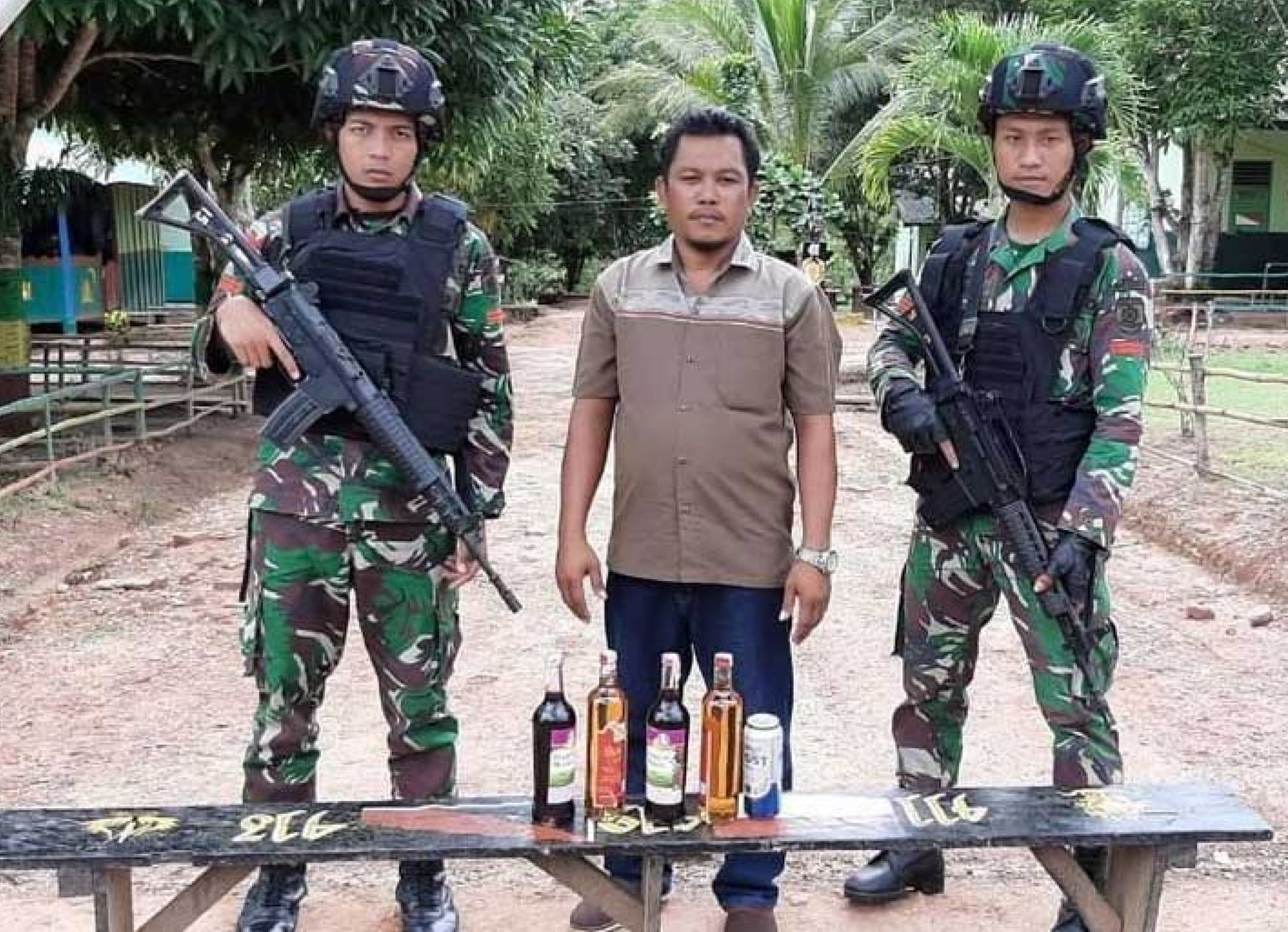 Lagi, 5 Botol Miras Berhasil Diamankan Satgas Yonif MR 411 Kostrad 113