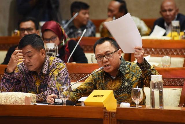 DPR RI Komisi XI : Marwan Cik Asan: Target Ekonomi Tak Pernah Tercapai 113