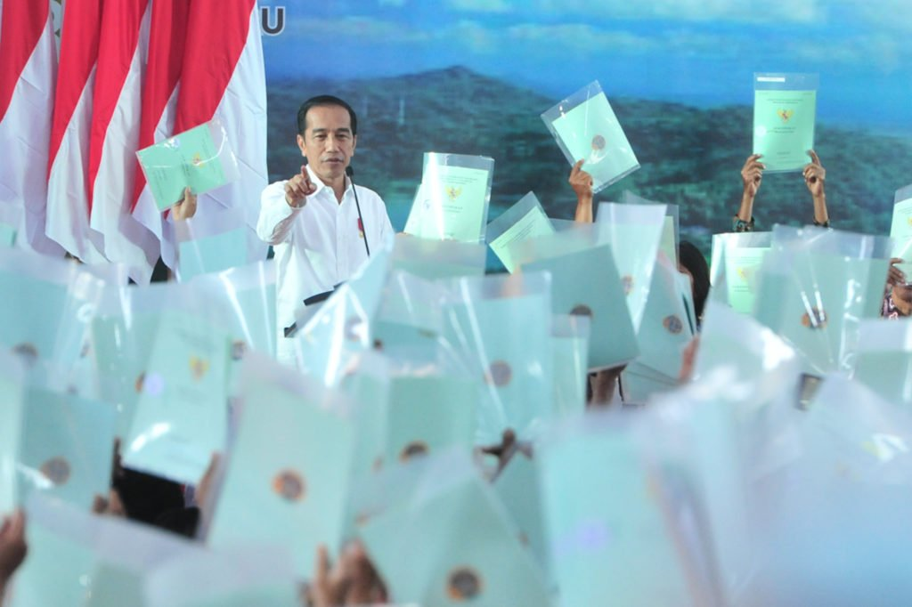 Presiden Jokowi Serahkan 3.218 Sertifikat di Yogyakarta 113